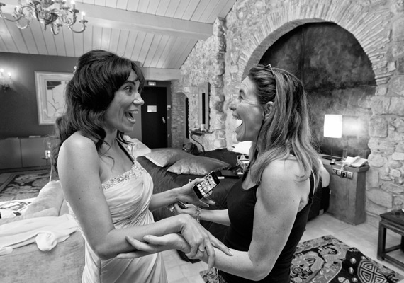 A wedding in a small castle in Catalunia. Nuria was Spanish, her future husband was from Utrecht, The Netherlands. The moment when her best friend saw her in her wedding dress was sheer joy!